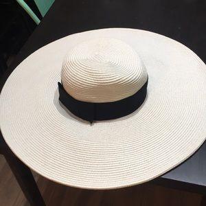 Charming Charlie sun hat